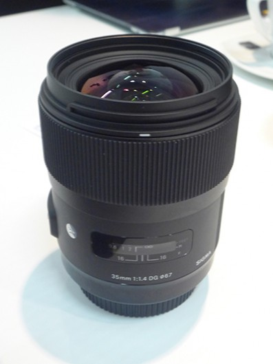 35mm f/1.4 DG HS lens