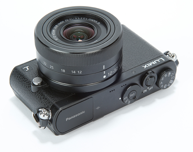 compact camera with manual controls